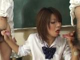 女子高生のWちんぽフェラ 9