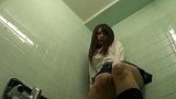 女子校のトイレで立ったままオナニーしてスゴイ勢いでおしっこ漏らす女子校生達 vol.5 11