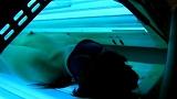 日焼けマシーンの中でオナニーをしている少女たち 4 14