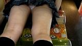 ガチャポンに夢中になってパンツを晒してしまった少女たち 3 6