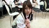 同級生に見つからないように女子校生が生尻みせて後ろのボクを誘ってきた 1