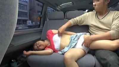悪戯茶巾少女 ともちゃん スカートめくりでオマンマンいじめ 4